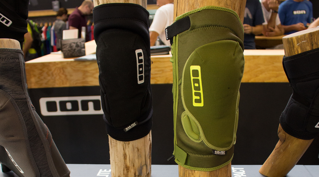 ION K_Lite Zip: Knieprotektor mit Quick_E-Funktion | Eurobike 2015