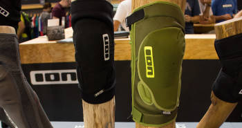 ION K_Lite Zip: Knieprotektor mit Quick_E-Funktion | Eurobike 2015