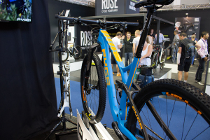 Pyga Stage 2016: Carbon-XC-Bike mit optimierter Kettenlinie | Eurobike 2015
