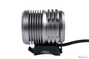 XLC CL-F15: Helmlampe mit theoretischen 3.000 Lumen im Test