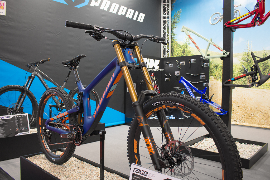 Propain Rage CF: Carbon-Downhiller mit variabler Geometrie [Eurobike 2016]