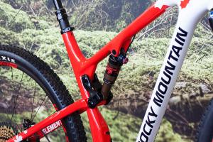 Rocky Mountain Element 2017: Vielseitiges XC-Geschoss mit besten Trail-Qualitäten [Eurobike 2016]