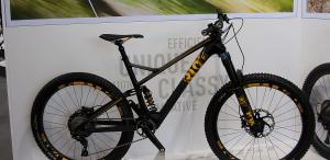 Ghost Riot 2017: Zwei Allmountain-Bike mit Carbon-Rahmen und Cane-Creek-Dämpfer
