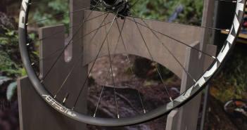 Race Face Aeffect SL, R und Plus 2017: Robuste MTB-Laufräder mit solider Nabe