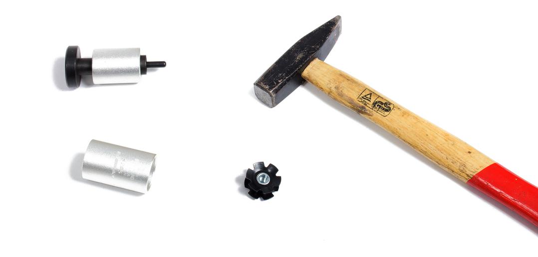 Gabelkralle einschlagen: Fachgerechte Durchführung mit güsntigem Werkzeug [Anleitung]