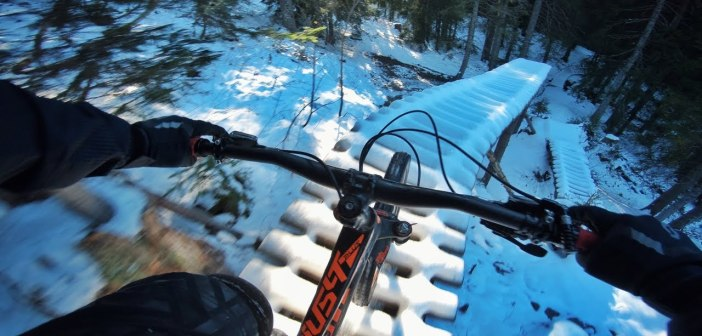 Air Voltage Under Snow: Vincent Tupin unterwegs im Bikepark Chatel