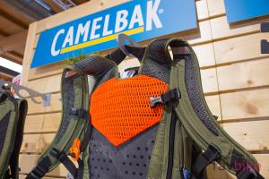 Camelbak Kudu 2018: Neuentwickelter 2-in1-Protektor-Rucksack [Eurobike 2017]
