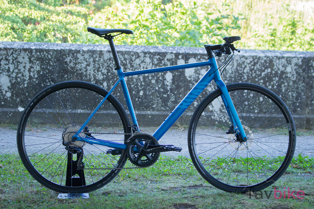Canyon Roadlite AL SL: Mittelklasse-Fitnessbike mit High-End-Features