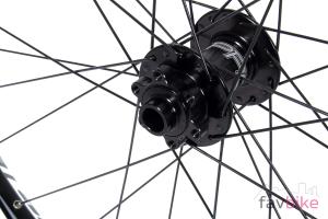 Hope Tech 35W: Robuste Enduro-Laufräder mit breiter Felge im Dauertest
