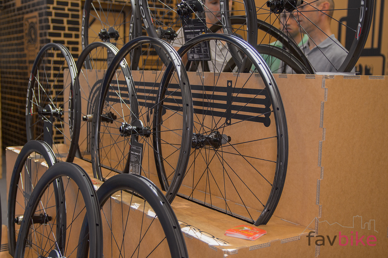 Lichte E Bike : Acros xc race carbon sls lichte laufräder eurobike
