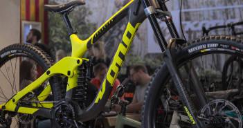 Kona Operator 2019: Carbon-Downhiller mit 29-Zoll-Laufrädern [Eurobike 2018]