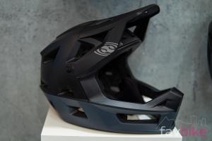 IXS Trigger FF: Extrem leichter Full-Face-Helm [Eurobike 2019]