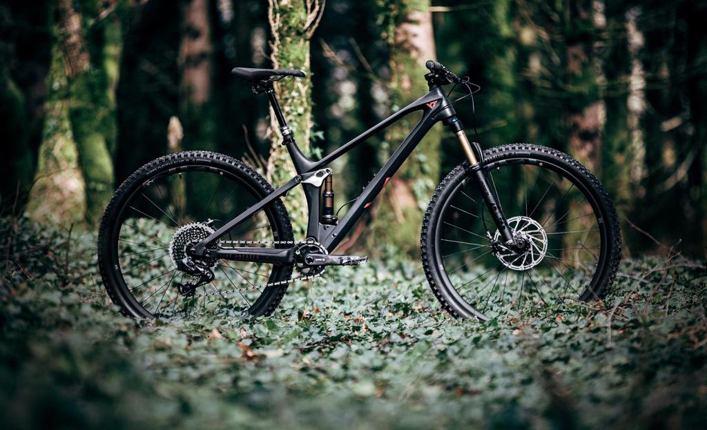 YT IZZO: Trailbike mit Carbon-Rahmen und 29-Zoll-Laufrädern [Pressemeldung]